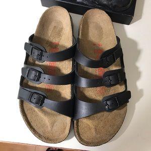 Birkenstock's new pair sandals size 9